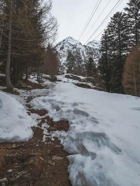 lago di antrona con la neve, valle antrona, hikes on planet earth, passeggiate sul pianeta terra, trekking piemonte